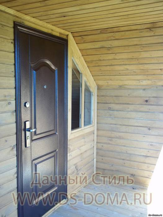 железная дверь на дом из бруса