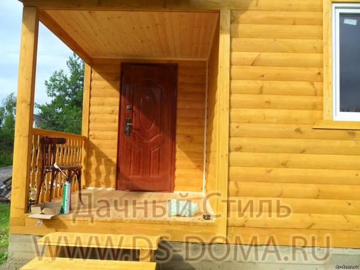 установка металлической двери доме из бруса