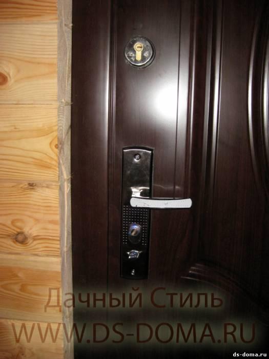 дверь входная в брусовый дом